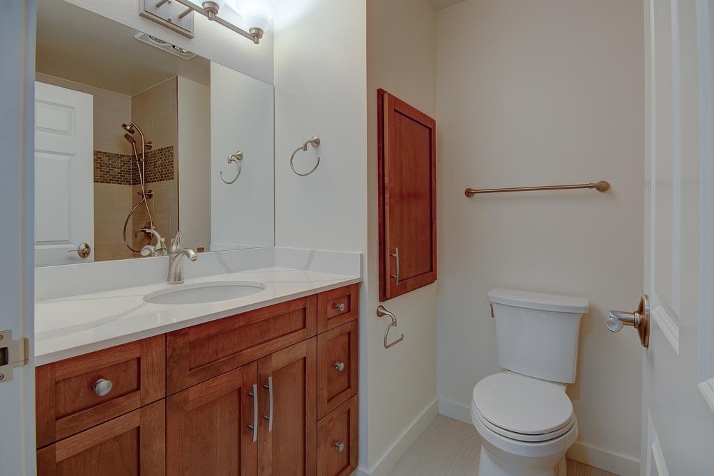 Kenney IL Apartment bathroom